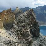 火山顶上的天池