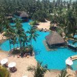 三亚湾假日酒店园景,从顶层客房看,效果还可以。