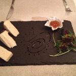 三种口味的奶酪!盘子很赞!