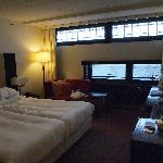 面河的房间,古怪的窗户