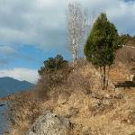泸沽湖边上的格姆山