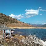 湖边的里格村的房屋