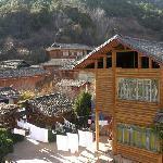 摩梭人住的木楞房屋