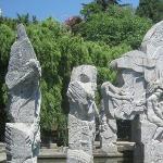 南诏风情岛上的石刻建筑
