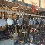 白沙古镇里的铜器商铺