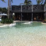 漂亮的泳池