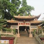 西山公园里的华亭寺