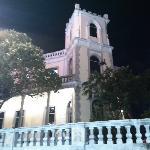 酒店旁边的建筑(夜景)