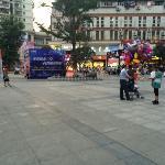 DuShi GuangChang ShangYeJie