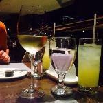 颜色亮丽的酒店自助餐厅饮料