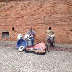 塔佩门作为清迈的地标,来清迈都不应该错过,有穿制服的士兵守卫,有很多街头艺人表演,也有大群鸽子等待你去喂养。