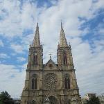 位于上下九附近,一德路的石室圣心教堂,真是气势恢宏,修建的很漂亮。是免费参观的,里面不允许拍照,但还是很多人拍照,大家可以看看教堂的外面,修建的很精美。