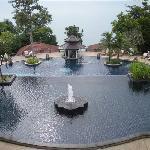 漂亮的喷泉池