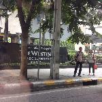 在朋友车上拍的曼谷威斯汀的牌子,很有味道。