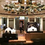 就是Panda熊猫酒店,大堂在3楼,楼下就是商场超市,非常方便,离地铁稍远,基本都是大陆游客在住,房间很多人也很多,最近在施工比较乱一点,在荃湾这个地方来说性价比非常好