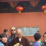 游客很多的万年寺