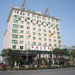 酒店主楼10层,1F、2F为餐厅,4F—10F为客房