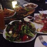 点的沙拉,排骨,前菜