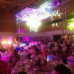 朋友在这里举办的婚宴,非常高大上的大宴会厅,听说是欧亚经济论坛永久会址,好高的顶呀,从来都没有见过!不错,以后娃的满月宴就考虑这里!