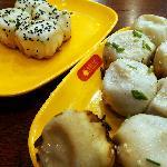 大虾生煎和小杨生煎
