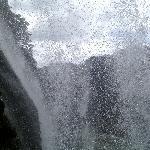 从黄果树瀑布内的水帘洞向外看