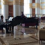 大堂的钢琴现场演奏