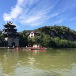 游船上看锦屏山
