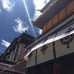 阳光下的尼赤寺