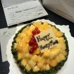 因为酒店没有蜜月客房布置,所以赠送了超好吃的新鲜水果塔蛋糕,还有手写签名的祝福贺卡,太贴心了