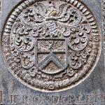 教堂里的墓碑