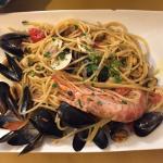 海鲜意面和海鲜炒饭!色、香、味都不错!每样12欧。推荐