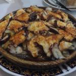 很多当地人来,在巴塞呆几个月来格拉纳达旅游,一上菜看见这么大的菜量吓我们一跳!性价比高,大概九点多就开始上人了,推荐!但是。。有点咸