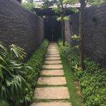 进院中的走廊
