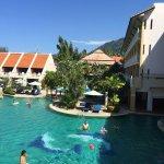 Photo de Thara Patong Beach Resort & Spa
