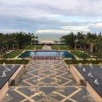 酒店花园和泳池