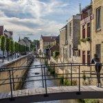 荷兰的法肯堡小镇虽小但是很美。 添一分太多,减一分太少,一切都刚刚好。欣赏着小镇悠久的历史建筑,享受着舒适的环境, 使我在如画的风景中流连忘返。不同于其他的荷兰地方,这里没有大城市的喧闹,拥挤