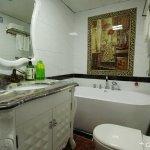 高级大床房的浴室