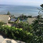卡马拉海滩是一个安静的小渔村,海啸曾给这里带来严重的创伤,但如今一切已经恢复。原始渔村旧貌吸引了不少游人,但却没有芭东海滩那样吵杂。街上只能看到稀少的人来人往,下班时都是骑着摩托车回家人群。