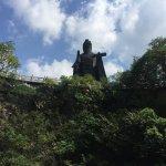 太公山只是一座小土丘,据说有一百三十多台阶,总共两三分钟就走到顶了。顶上就是一座庙,一个姜太公的铜像。售票处标价45块钱一张票,这是我见过最不走心的景点了……