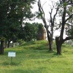 远处的佛塔,原是纪念佛陀儿子罗睺罗的出家处,经由千百年来的变迁,听说现在已变为供奉印度教的神灵了。