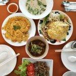 就在酒店附近 搜索发现排名很靠前 来尝尝,强烈推荐椰奶鸡肉汤,鸡肉奶香鲜嫩,汤特别泰国~