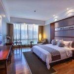 酒店位于市中心交通便利距离机场和高铁北站只需10分钟,是武夷山商务和休闲最佳选择。