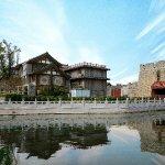 Moshe Hotel