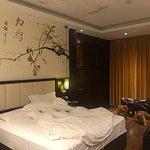 Lingxiu Yinxiang Hotel