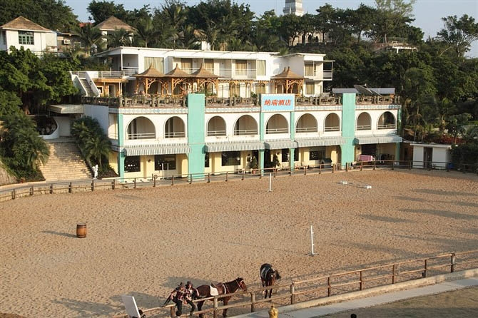 Navy Bay Holiday Hotel