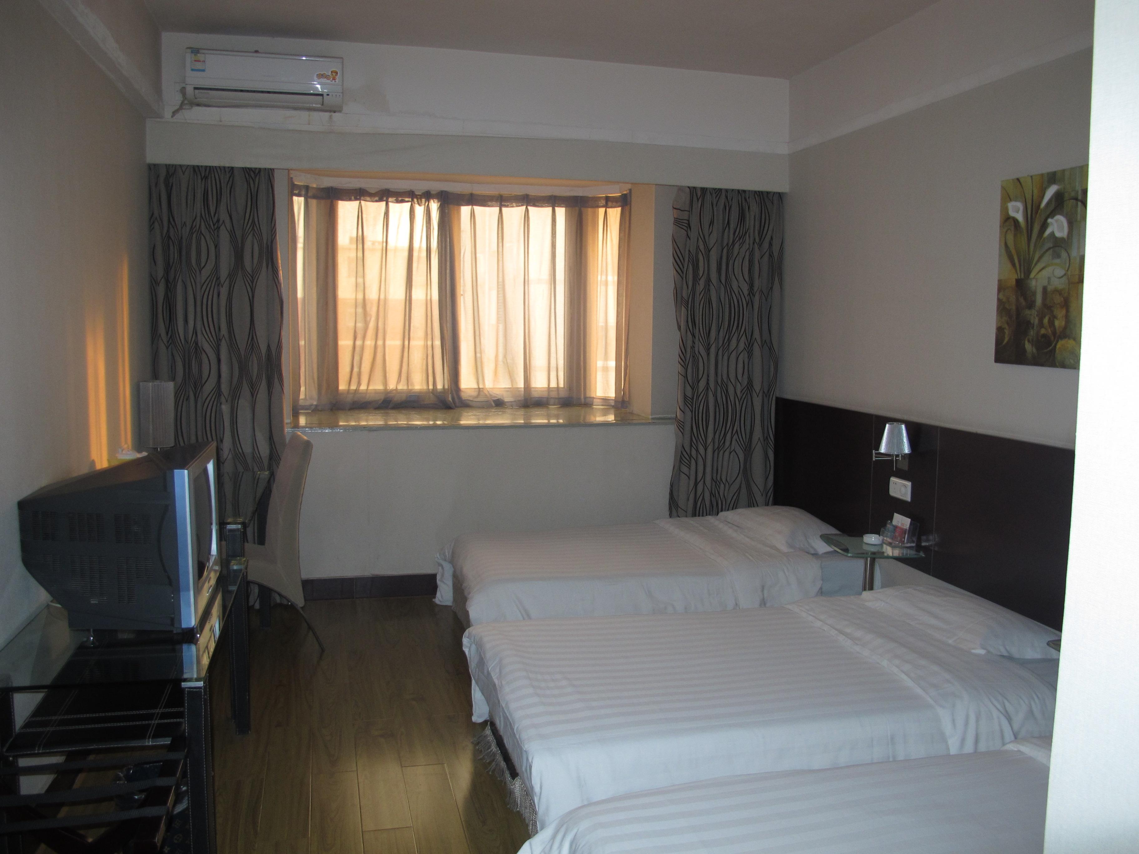 Renren Holiday Hotel