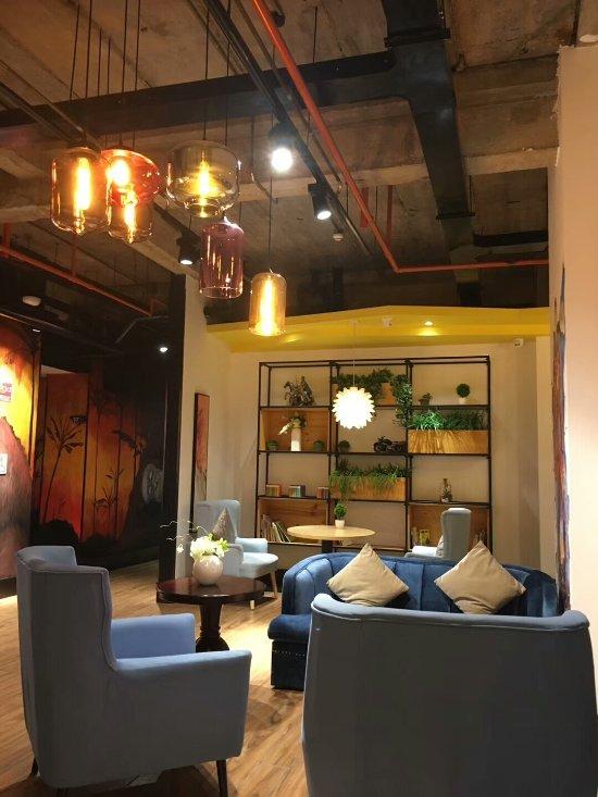 Mengjing Caihong Art Hotel