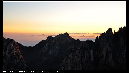 Huangshan, Chine : 狮子峰脚下拍摄,因狮子峰封山,建议早起翻栅栏去峰顶,早上没人管