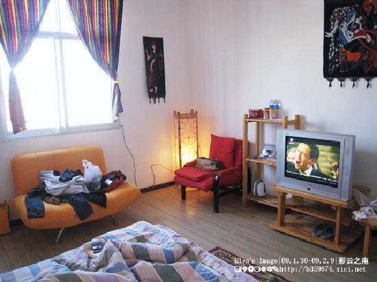 Mingtong Yingxian Hotel (Dali): 大床间很宽敞