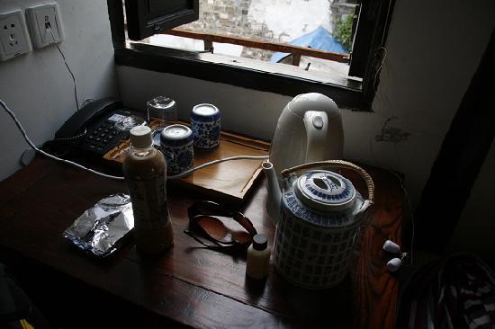 Suzhou Mingtown Suzhou Youth Hostel: 桌上的茶具